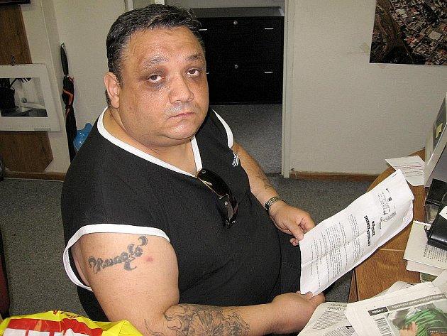 PAVEL ŠARIŠSKÝ Z CHEBU má v rukou rozsudek Městského soudu v Praze, který potvrdil, že byl diskriminovaný kvůli svému romskému původu.