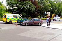 Dopravní nehoda dvou osobních vozidel zkomplikovala na několik hodin automobilovou dopravu na křižovatce ulic Evropská a K nemocnici.