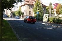 Další část chebské Brandlovy ulice je jednosměrná.