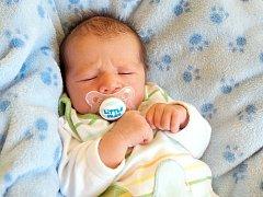 JULIAN BODOR přišel na svět v neděli 2. března v 9.35 hodin. Při narození vážil 3 300 gramů a měřil 51 centimetrů. Doma v Chebu se z malého Juliánka radují sestřičky Jessica, Tiffany a Jasmína, maminka Lenka a tatínek Jula.