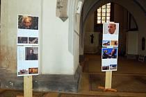 SNÍMKY z Arménie, dokumentující ničivé zemětřesení před dvaceti lety, jsou k vidění v kostele sv. Mikuláše v Chebu.