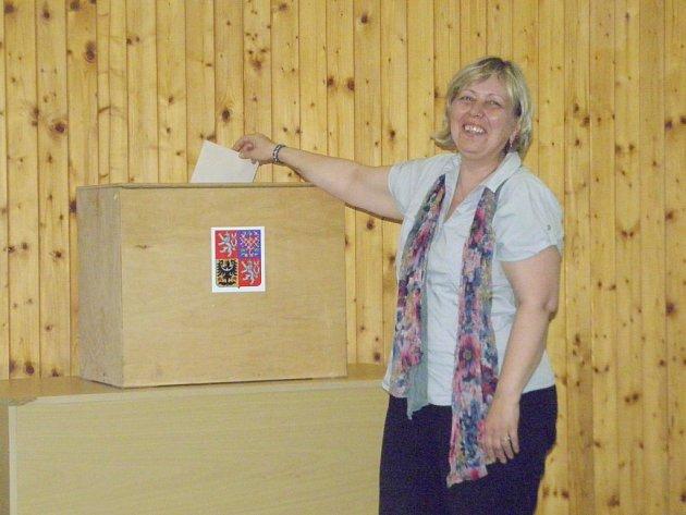 Štěpánka Majchráková byla jedním z mála voličů, kteří si našli cestu do volební místnosti v Okrouhlé