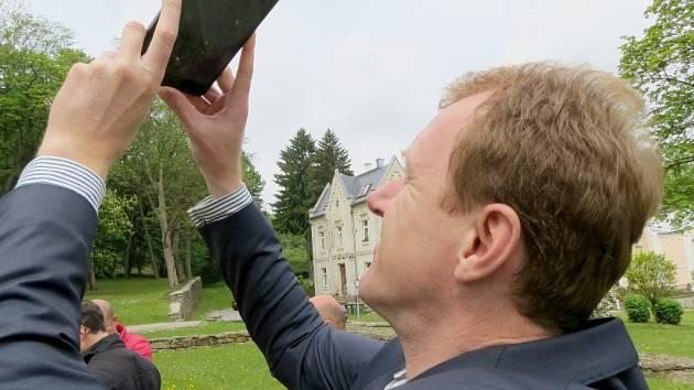 Zbrusu novou mobilní aplikaci s názvem Virtuální Aš představila ašská radnice. Jedná se o speciální program do chytrého telefonu anebo tabletu.