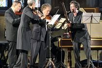 """Charismatický fagotista Sergio Azzolini ukázal v Chebu skutečné barokní concerto – """"zápas"""" sólisty s orchestrem."""