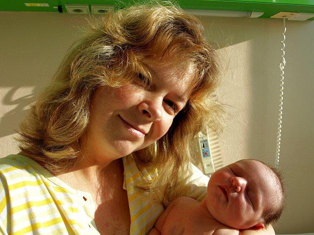 MONIKA ÜBERLACKEROVÁ se narodila v pátek 9. ledna v 0.50 hodin. Při narození vážila3740 gramů a měřila 51 centimetrů. Doma v Lubech se na maminku Dagmar a malou Moničku těší tatínek Josef a synek Mareček, kteří vymysleli jméno.