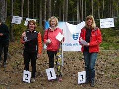 V prvním závodě zvítězila v kategorii D45 Helena Tenglerová z Mariánských Lázní. Na stupně vítězů ji doprovodily Regina Tokárová (2., Nejdek) a Jana Šplinarová (3., K. Vary).