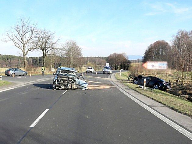 Při nehodě se zranili čtyři lidé