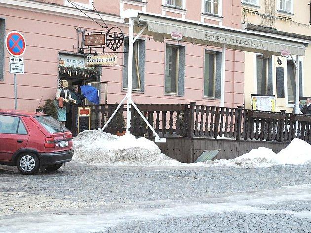 MÍSTO, kde chebští školáci přišli o  15 korun.
