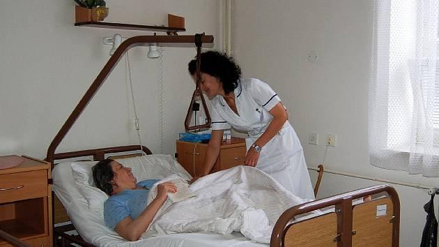REGULAČNÍ POPLATKY v ordinacích lékařů musí platit i klienti léčeben dlouhodobě nemocných.