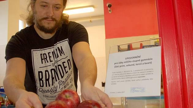KANTÝNA chebského gymnázia nemá výjimku. Také zde musí dodržovat vyhlášku a nabízet jen to, co připouští.