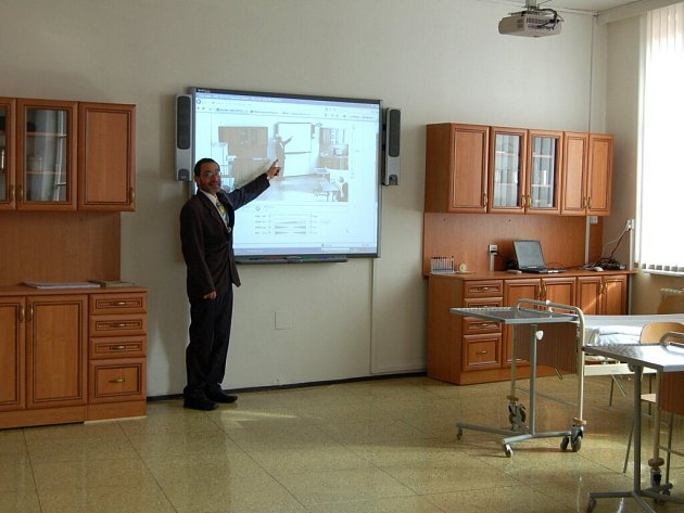 OTEVŘOU VYŠŠÍ ODBORNOU ŠKOLU. Střední zdravotnická škola v Chebu se otevírá novým možnostem vzdělávání.