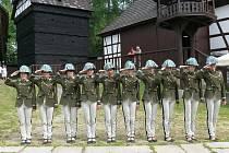 JEHO Veličenstvo na hradě Seeberg pojalo podezření, že nastoupila jen slabší část mužstva.