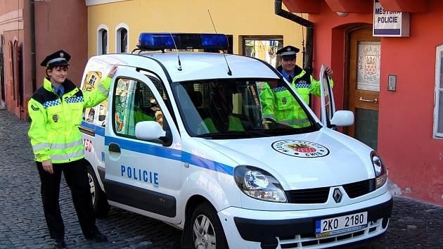 JEDNO Z VOZIDEL chebských strážníků získá omyvatelný interiér. Městská policie v něm bude transportovat opilce na záchytku.