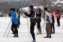 Celkem šedesátosm závodníků se vydalo v sobotu ráno na lyžích kolem obce Hranice u Aše. Konal se zde tradiční závod s názvem Bílá stopa kolem Hranic