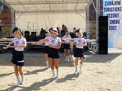 Zahájení chebské turistické sezóny se tradičně ujaly mažoretky