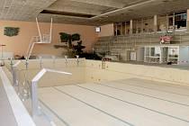 Současný bazén v chebské ulici Obětí Nacismu dosluhuje. Nahradit by ho v budoucnu měl bazénový komplex.