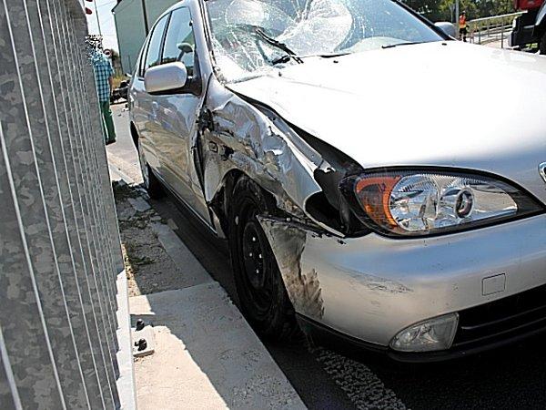 Nehoda osobního vozidla smotocyklem.