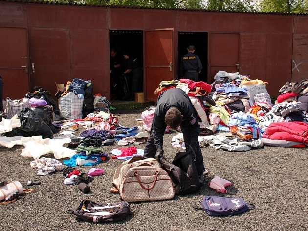 Zásah celníků na tržnici ve Svatém Kříži u Chebu