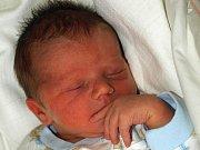 JOSEF ŠNAJDR se narodil v úterý 4. května  v pět hodin ráno. Při narození vážil 3200 gramů a měřil 50 centimetrů. Čtyřletý Jeníček, maminka a tatínkem a celou rodinou se radují z malého Josífka doma v Chebu.