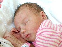KAROLÍNA LATHOVÁ se narodila v pátek 26. srpna v 7.30 hodin. Při narození vážila 3430 gramů a měřila 51 centimetrů. Doma v Mokřinách se z malé Karolínky těší bráškové Pavlík s Gabrielkem, maminka Gabriela spolu s tatínkem Pavlem.