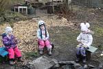 Děti v lesní školce v Mariánských Lázních tráví téměř veškerý čas venku.