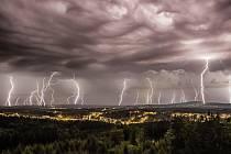 BĚHEM následujících týdnů můžeme v kraji očekávat opakované bouřky s přívalovými lijáky.