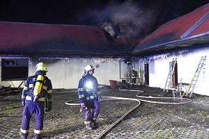 V Chebu hořela ubytovna.