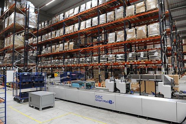 Cheb – Společnosti DHL se na chebské průmyslové zóně daří. Své služby dokonce rozšiřuje a pro jednoho ze svých zákazníků nově vyřizuje objednávky zinternetového obchodu. Do tří let chce ročně vyřídit přes pět milionů objednávek. Plocha původního provozu