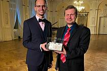 Koncert pro hospic zorganizoval chebský profesor Jakub Formánek (vlevo) spolu s ředitelem ZSO Milanem Muzikářem. Foto: archív Jakuba Formánka