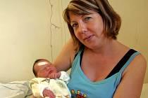 NELLA ŠÍBOVÁ se poprvé rozkřičela v neděli 21. prosince v 1.45 minut. Při narození vážila 3310 gramů a měřila 50 centimetrů. Tatínek Josef a tříletá Karin se nemohou dočkat, až si maminku Helenu a malou Nellinku odvezou domů do Hazlova.
