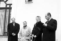 Slavnostního odhalení busty Franze Kafky v Mariánských Lázních se zúčastnili: dárce Peter Olszewski, sochař Vítězslav Eibl, starosta Zdeněk Král a ředitel mariánskolázeňského muzea Jaromír Bartoš