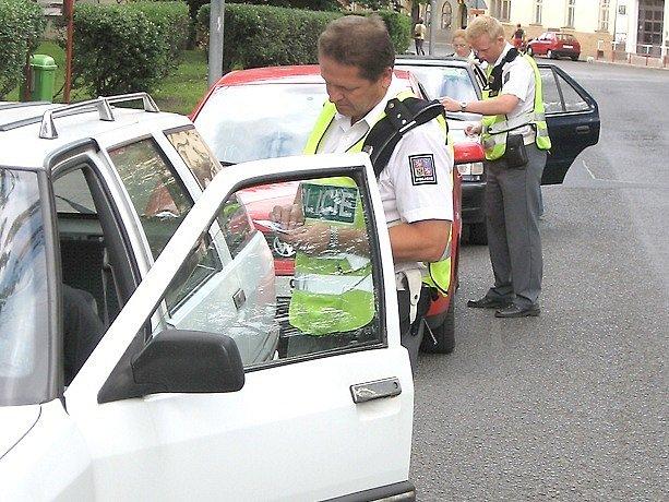 Řidiči, kterého policisté přistihnou při řízení motorového vozidla  když nevlastní řidičský průkaz, hrozí až dva roky vězení
