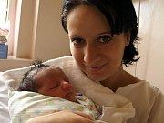 ADÉLA KRIŠKOVÁ se narodila v sobotu 3. října v 18.45 hodin v chebské porodnici. Na svět přišla s váhou 2970 gramů a mírou 48 centimetrů.Čtyřletá Karolínka a tatínek Martin se už nemohou dočkat návratu maminky Moniky a malé Adélky domů do Kynšperka.