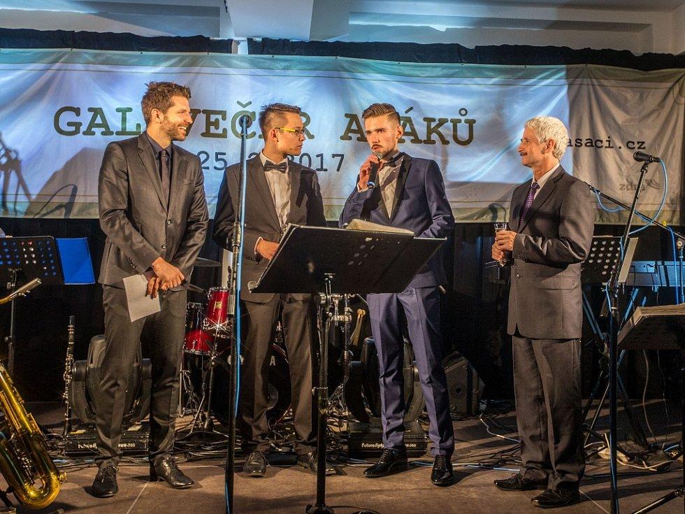 AKCE GALAVEČER Ašáků se uskutečnil v ašském kulturním centru LaRitma.