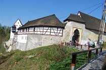 PŘESTÁRLÉ a poškozené stromy kolem hradu Seeberg ohrožovaly návštěvníky i samotnou památku, musely proto pryč.