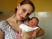 KAROLÍNA VOCHOMŮRKOVÁ se poprvé rozkřičela v pátek 2. října v 15.05 hodin. Na svět přišla s váhou 3000 gramů a mírou 49 centimetrů. Doma v Aši se těší tatínek Jirka na návrat maminky Martiny a dcerky Karolínky.