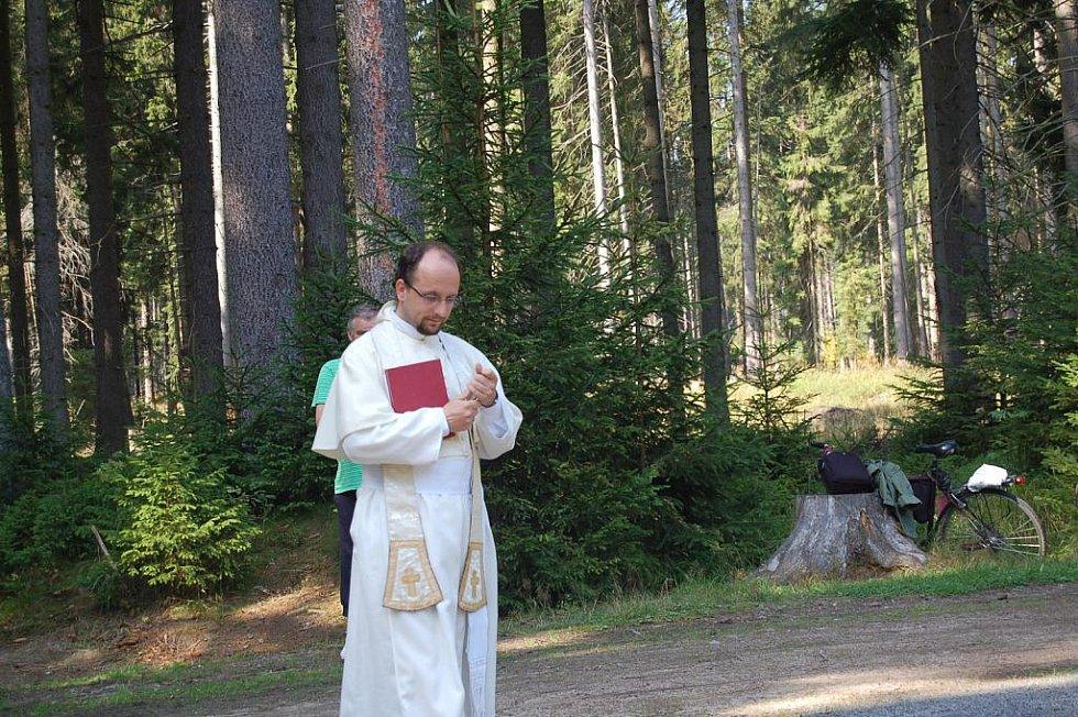 Farský pramen nedaleko přírodní rezervace Smraďoch u Mariánských Lázní, jak Deník včera informoval,  se může pochlubit novým vzhledem.