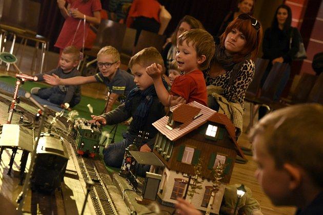 Například v sobotu 3. října od 11 hodin se ve velkém sále chebského Kulturního centra Svoboda odehraje první díl představení Nejlokomotivovanější lokomotiva.
