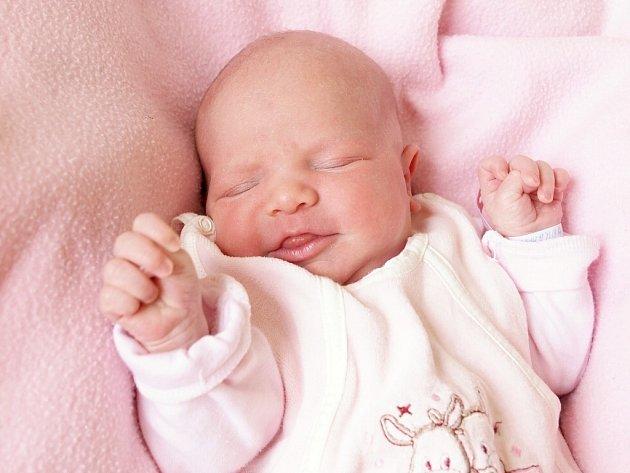 MARKÉTKA ŠEMROVÁ bude mít v rodném listě datum narození úterý 2. června v 12.25 hodin. Na svět přišla s váhou 3 320 gramů a mírou 50 centimetrů. Z malé Markétky se těší doma v Aši sourozenci Nikolas se Sárou, maminka Michaela a tatínek Ivan.