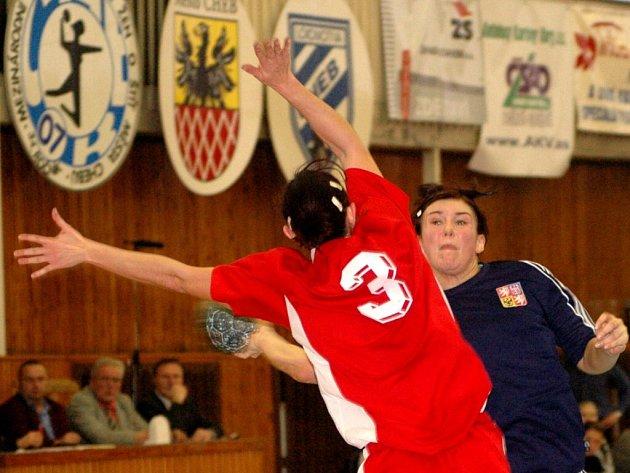 DNES startuje v chebské sportovní hale házenkářský svátek – mezinárodní turnaj žen.