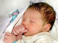 TOMÁŠ BAUER bude mít v rodném listě datum narození neděli 19. června ve 23.32 hodin. Na svět přišel s váhou 3580 gramů a mírou 50 centimetrů. Sestřička Monička, maminka Monika a tatínek Tomáš se radují z malého Tomáška doma ve Třebeni.