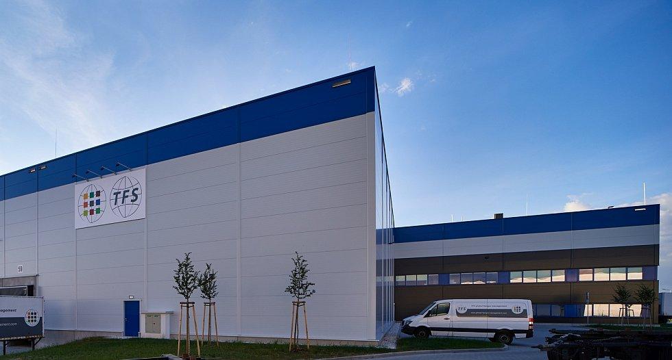 V nové hale na průmyslové zóně se budou recyklovat ramínka.