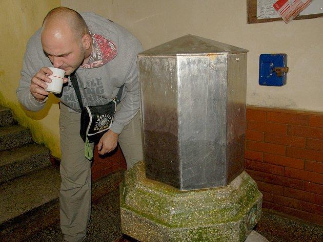 Léčivý pramen v Dolních Pasekách u Aše podle místních již není tím, čím býval.