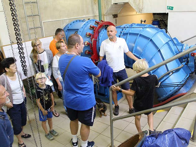 Podívat se do útrob vodní nádrže Skalka v Chebu mohli lidé během víkendu. Hosté tu obdivovali například zázemí vodní elektrárny v podzemí.