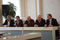 ZÁSTUPCI MĚSTA a Nemocnice Mariánské Lázně na městském úřadě hovořili o osudu pětatřiceti zaměstnanců.