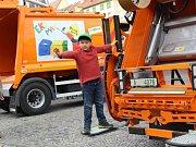 Novou svozovou techniku na odpad, která od dubna bude projíždět městem, představila chebská radnice veřejnosti. Nákup nových vozidel vyšel městskou kasu na dvacet milionů korun.