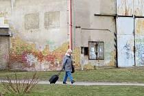 SOUČÁSTÍ ÚPRAV NA chebském sídlišti Spáleniště má být i demolice dvou objektů ve dvorním traktu za obchodním centrem Vesmír bývalé uhelny a kotelny.
