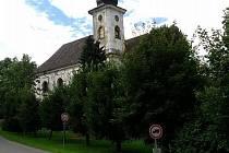 Kostel v Mnichově je stále bez části cibulovité střechy.