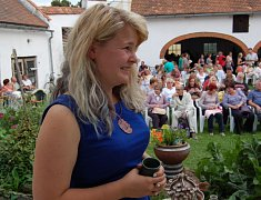 TAKÉ LETOS je dvůr hrnčírny v Novém Drahově plný úsměvů a dobré muziky.