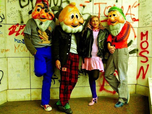 Z představení Srbského národního divadla Loď pro panenky